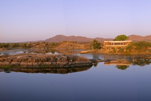 The tiny secluded fort on a lake - Fort Seengh sagar